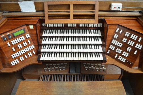 L'ancienne console du grand orgue