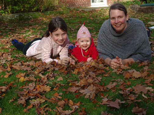 Nadine Röhrs mit ihren Kindern Hanne und Anneke
