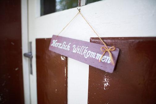 """Impression """"Herzlich Willkommen"""" auf dem Imkershof der Familie Röhrs in Schneverdingen-Surbostel"""