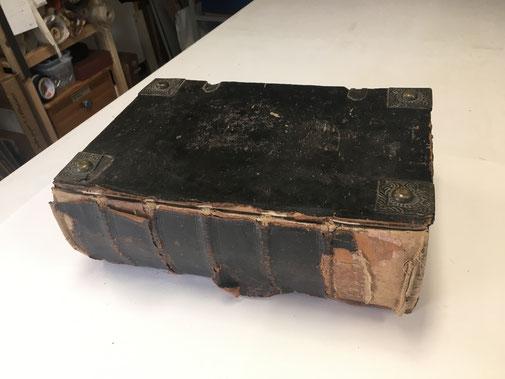 Buch vor der Restaurierung