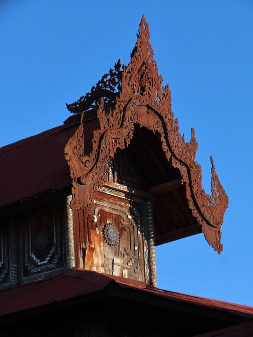 Schnitzereien am Shwe Yaunghwe Kloster
