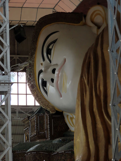 liegender Buddha in der Shwethalyaung Pagode