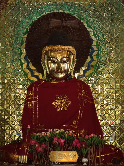 Buddha in der Shwemawdaw Pagode