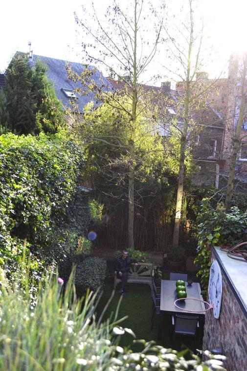 Totaal project met kunstgras: bureel tuin