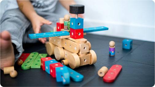 Jouet de construction en bois oi blocks for Bloc construction bois