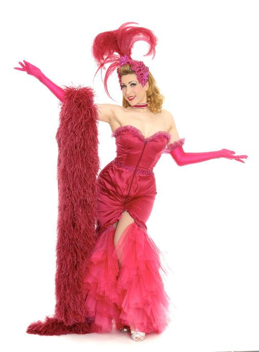 Burlesque Tänzerin Dixie Dynamite buchen, München, burlesque dancer Germany, Munich, Burlesque show buchen, Burlesque Künstlerin booking, Showgirl Glamour, Hollywood Las Vegas Show