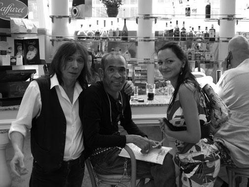 Рядом с нами Виктория Лагода , переводчик и хороший человек