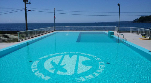 伊豆稲取にある宿泊施設、練習用プールも完備している  目の前が海!の好立地「稲取マリンスポーツセンター」