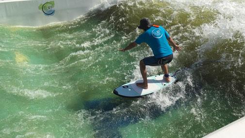 MBSR Gero Sprafke  Achtsamkeit - Surfer beim achtsamen Wellenreiten