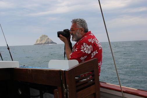 Sur le grand bleu, l'artiste-peintre Râmine dégaine l'appareil photo entre la pointe du Toulinguet et les Tas de pois.