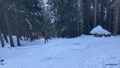 gleich zu Beginn, sehr hart und steil, kurz gingen wir sogar ohne Ski