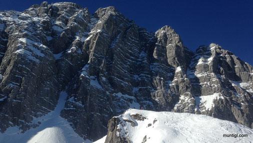 Blick zum eigentlichen Gipfel, wir saßen fast alleine am linken etwas kleineren Gipfel