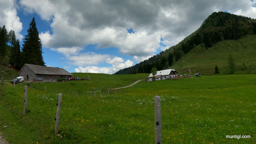 Bergalm links und Neureithütte rechts... weit is nimma :-)