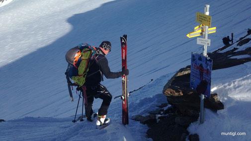 eine kurze Steilstufe führt runter auf den Gletscher