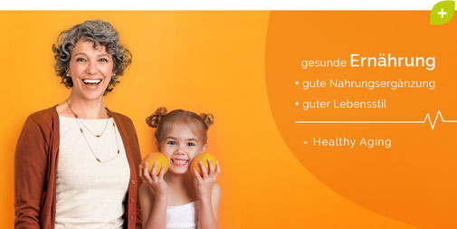 ältere Frau und kleines Kind mit Orangen - Gesund altern