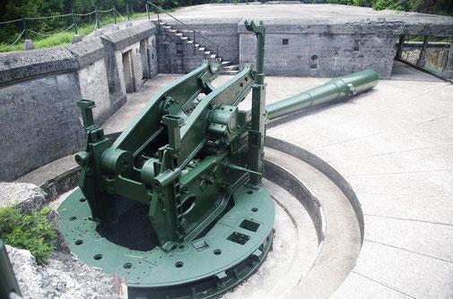 115 Tonnen Gewicht ,Kaliber 30 Inch, nur noch 12Exemplare von diesem Typ existieren noch weltweit .