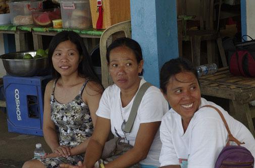 Am Markstand von Aguinaldo verbrachten wir fast den ganzen Tag, quatschten mit der Kundschaft und schauten dem Treiben zu