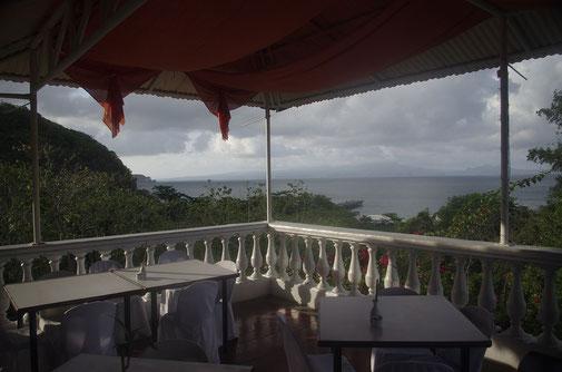 Abendstimmung im Corregidor Inn. Man hat einen schönen Blick auf die Bataan Halbinsel und der Bucht von Manila .