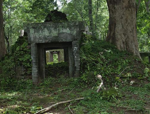 Einer der unzähligen kleineren Tempelanlagen in Koh Ker