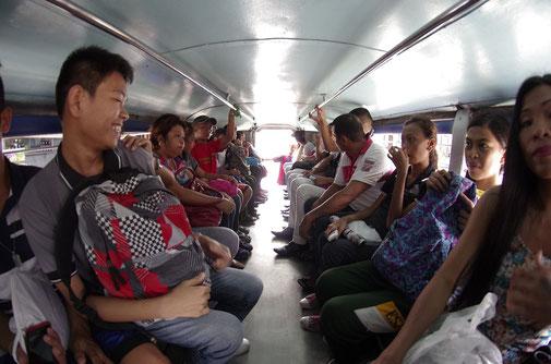 weiter ging es dann mit dem Jeepney nach Boac , der Hauptstadt von Marinduque