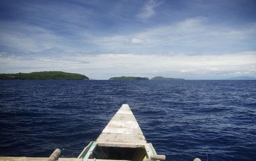 """Mit einem kleinen Boot machen wir uns auf die """"Tres Reyes """" , die drei Könige zu erkunden"""