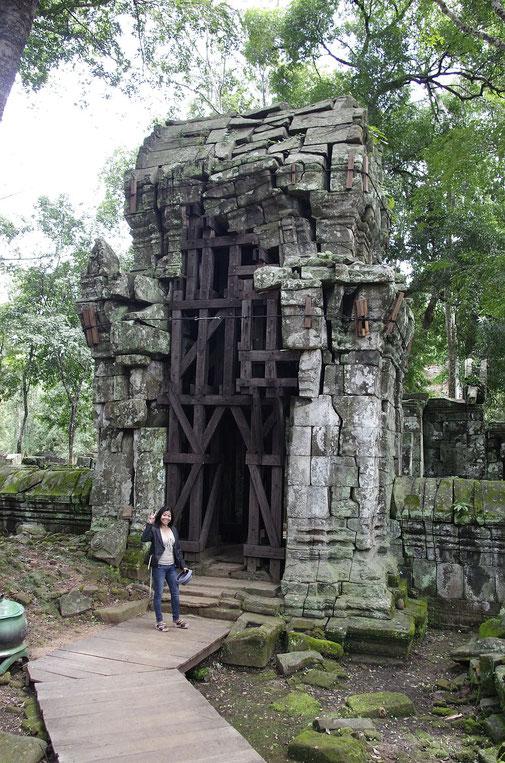 Einer der wuchtigen Türme von Prasat Thom