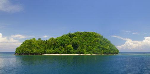 Kurz vor der Hafeneinfahrt in Balanacan passierten wir Hidalgo Island
