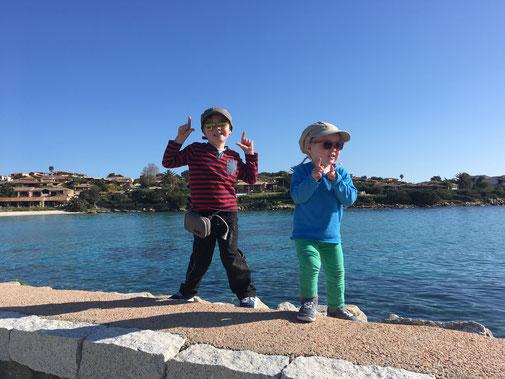 Im Hafen der Baja Caddinas vor unserer Wanderung