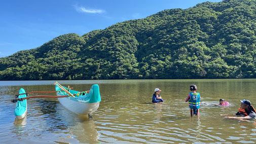西表島を家族で遊ぶプライベートなオハナ(ファミリー)ツアー【マングローブでカヌー体験】