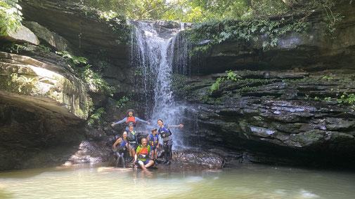西表島を家族で遊ぶプライベートなオハナ(ファミリー)ツアー【ジャングルで沢・滝遊び】