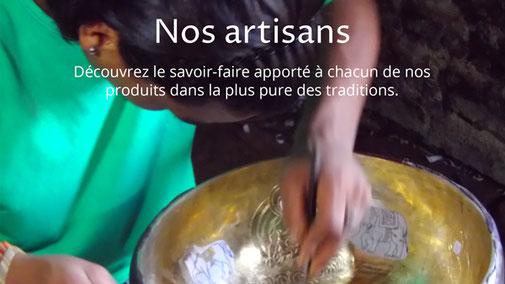 Artisan fabriquant un bol tibétain
