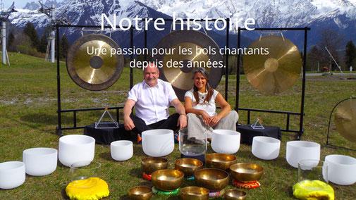 Alain Métraux et Lydia Métraux avec des bols chantants
