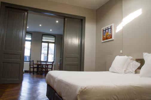 The nest - appartements meublés avec services hoteliers, au rez-de-chaussée, de plain-pied avec jardin, beaucoup de charme, plancher d'origine, cuisine équipée pour location à la semaine ou au mois en centre-ville d'Amiens, proche de gare, cathédrale