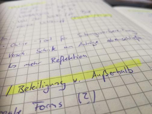 Symbolbild beschriebene Notizbuch