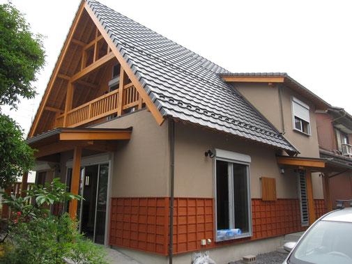 木をふんだんに使用したログハウス風住宅