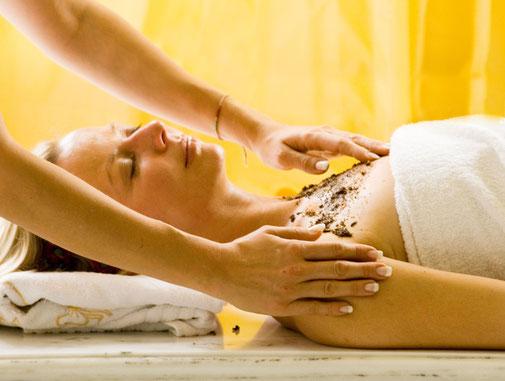 Kosmetik-Behandlungen mit Pharmos Natur Produkten
