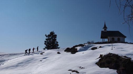 Skitourengeher  zur Hirtenkapelle