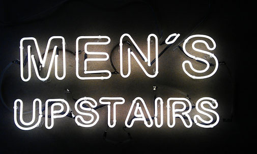 Neonschrift Men's Upstairs // Neon Joecks Berlin