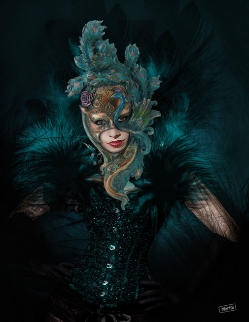Mascara y plumas