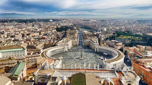 Atemberaubende Sicht über Rom vom Petersdom aus