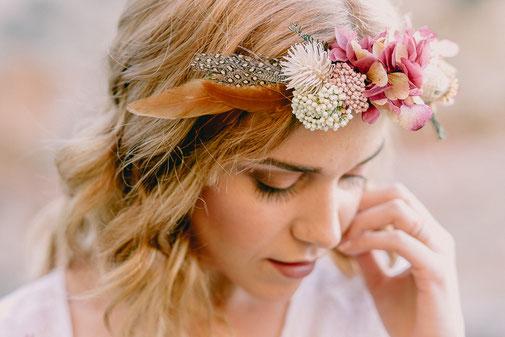 Corona de flores preservadas para el pelo