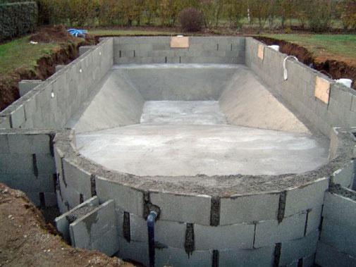 Construction d'une structure 100% béton par Tradi Piscines