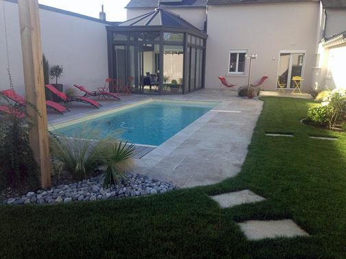 Réalisation d'une piscine sur-mesure par Tradi Piscines à Saint-Pryvé-Saint-Mesmin (45)