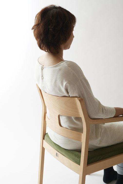 背すじをやさしく守る椅子