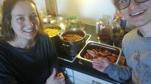 Julian und ich stolz mit unserem selbstgekochten Mittagessen
