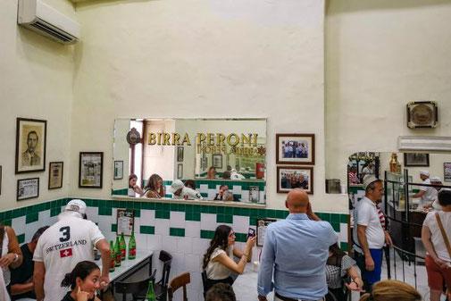 Neapel, Napoli, Italien, Die Traumreiser, Da Michele, Pizzeria, Gastraum