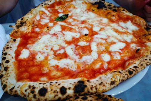 Neapel, Napoli, Italien, Die Traumreiser, Pizza Margarita, Pizzeria Da Michele