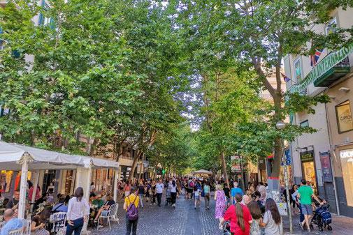 Neapel, Napoli, Italien, Die Traumreiser, Vomero, Fußgängerzone, Einkaufen, Bummeln