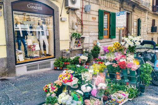 Neapel, Napoli, Italien, Die Traumreiser, Chiaia, Boutiquen, Mode, Markt