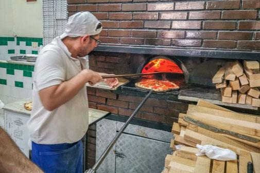 Neapel, Napoli, Italien, Die Traumreiser, Da Michele, Pizzeria, Pizzaofen